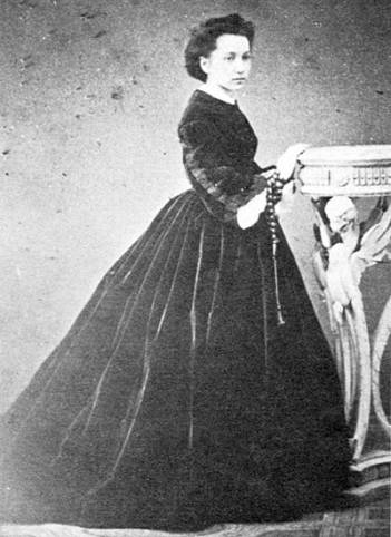 From Odessa to Florence: Elena Comparetti Raffalovich.  A Jewish Russian Woman in Nineteenth-Century Italy
