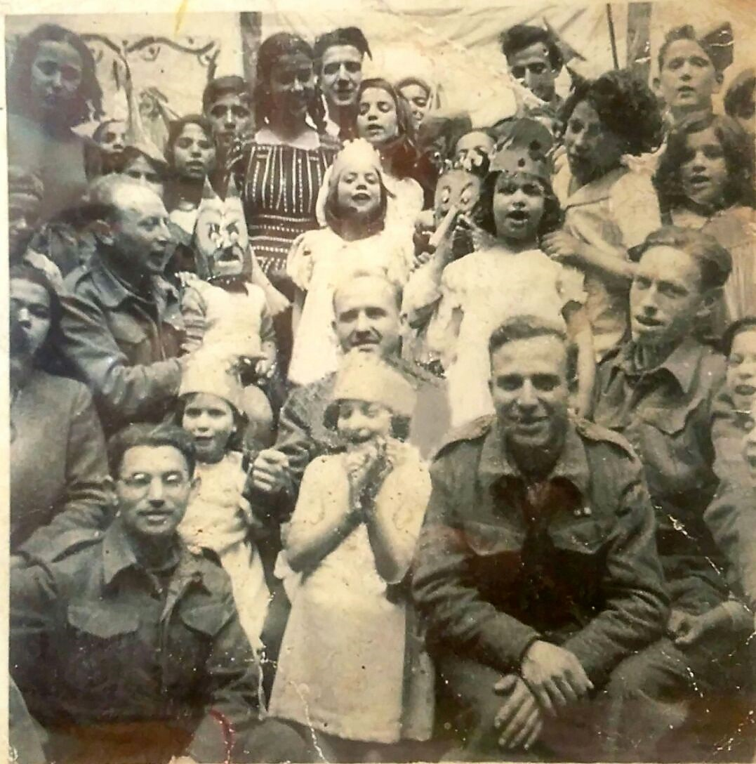 Fig. 4: Students of the Jewish elementary in Benghazi celebrating the Jewish holiday of Purim with soldiers from the Jewish Brigade (1944)