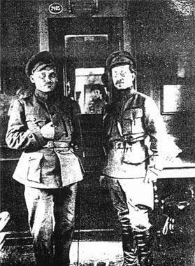 Fig. 2: Grigor'ev and Antonov-Ovseenko, Znamianka, April 1919 (https://ru.wikipedia.org/wiki/Файл:Grigoryev_(green_insurgents).jpg)